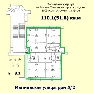 На рисунке приведен план квартиры. На плане: обозначены границы квартиры, указаны номера, площади и размеры помещений, высота потолков, количество комнат, общая и жилая площадь, этаж квартиры, этажность, год постройки, материал стен и адрес дома, показана лестничная площадка и лифт