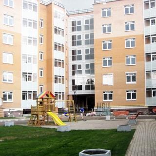 Новая двухкомнатная квартира 81м на Конюшенной улице в Павловске (Пушкинский) продается. Благоустроенный двор с детской площадкой