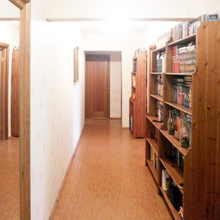 Трехкомнатная квартира 90 кв.м на Комендантском проспекте (Приморский, МО-69, Юнтолово) продается. Прострорный коридор 18.2 кв.м