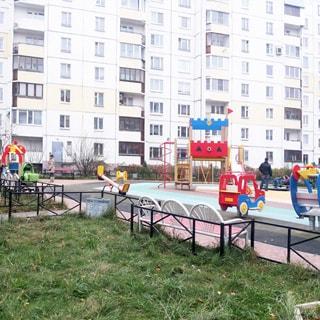 Трехкомнатная квартира 90 кв.м на Комендантском проспекте (Приморский, МО-69, Юнтолово) продается. Большой двор, детская площадка