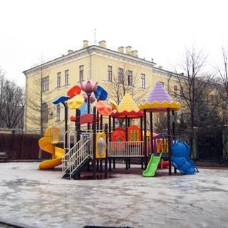 Трехкомнатная квартира 66 кв.м на Невском проспекте (Центральный, МО-79, Литейный) продается. Детская площадка в соседнем дворе