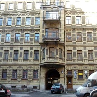 Трехкомнатная квартира 78 кв.м на набережной реки Мойки (Центральный, МО-77, Дворцовый) продается. Фасад дома со стороны Волынского переулка