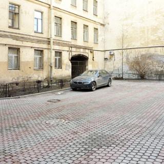 Трехкомнатная квартира 78 кв.м на набережной реки Мойки (Центральный, МО-77, Дворцовый) продается. Большой закрытый двор с возможностью парковки