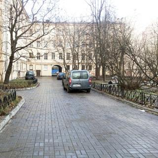 Трехкомнатная квартира 94 кв.м на углу Лермонтовского и Канонерской (Адмиралтейский, МО-1, Коломна) продается. Просторный двор с возможностью парковки