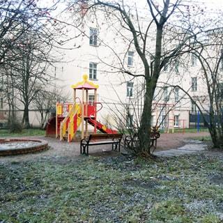 Трехкомнатная квартира 94 кв.м на углу Лермонтовского и Канонерской (Адмиралтейский, МО-1, Коломна) продается. Зеленый двор с детской площадкой