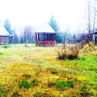 Земельный участок 10 соток САД в районе озера Сарженское (Всеволожский) продается. Участок - высокий, ровный, на участке - беседка