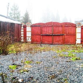 Земельный участок 10 соток САД в районе озера Сарженское (Всеволожский) продается. Участок огорожен, отсыпан, оборудованы въездные ворота