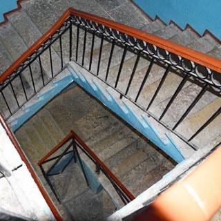 Шестикомнатная квартира 166 кв.м на канале Грибоедова (Адмиралтейский, МО-2, Сенной) продается. Чистая, ухоженная парадная и лестница