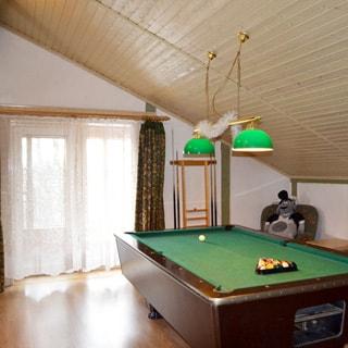 Жилой комплекс 500 кв.м на берегу Лемболовского озера продается. Гостиная - бильярдная