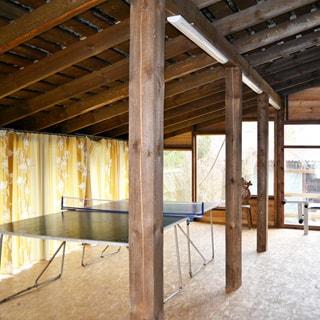 Жилой комплекс 500 кв.м на берегу Лемболовского озера продается. Застекленная терраса