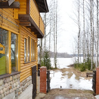 Жилой комплекс 500 кв.м на берегу Лемболовского озера продается. Свой выход и выезд к воде
