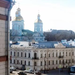 Двухкомнатная квартира 45 кв.м на канале Грибоедова (Адмиралтейский, МО-3) продается. Вид из окон на Никольский собор