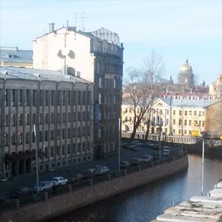Двухкомнатная квартира 45 кв.м на канале Грибоедова (Адмиралтейский, МО-3) продается. Вид из окон на канал и Исаакиевский собор