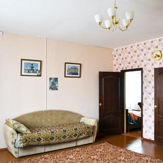 Жилой дом 120 кв.м на участке 15 соток ИЖС в городе Сланцы продается. Гостиная