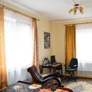 Жилой дом 120 кв.м на участке 15 соток ИЖС в городе Сланцы продается. Полная отделка - заезжай и живи