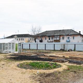 Жилой дом 120 кв.м на участке 15 соток ИЖС в городе Сланцы продается. Участок огорожен, благоустроен, разработан