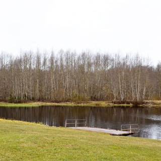 Жилой дом 120 кв.м на участке 15 соток ИЖС в городе Сланцы продается. Рядом - река Кушелка